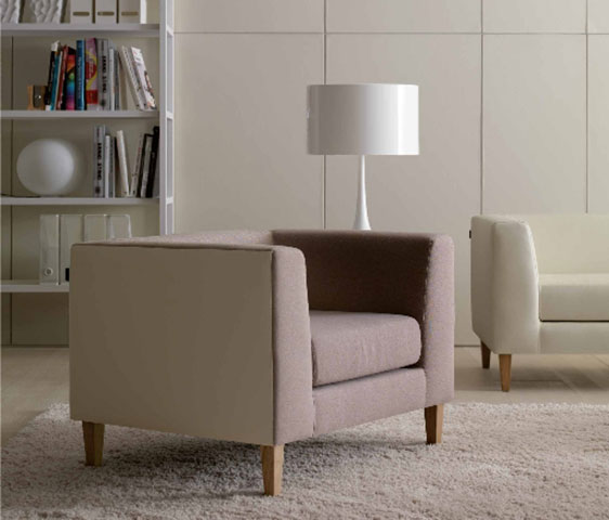 Sobrio ed elegante divano per la zona attesa e relax for Arredo stand area