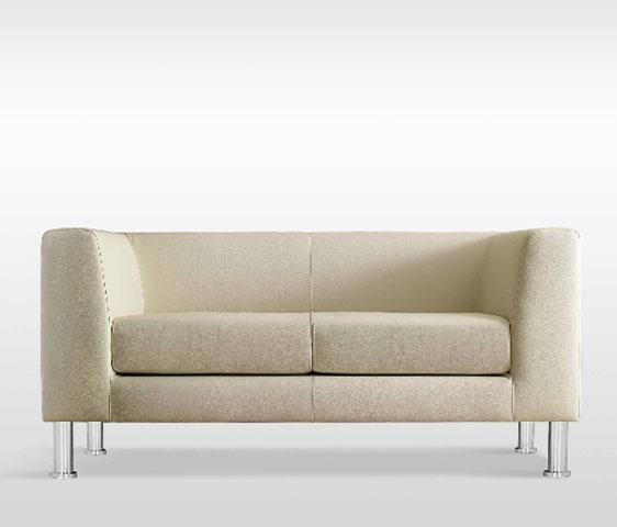 Poltrone divani e divanetti per l 39 arredamento del nail for Arredo stand area