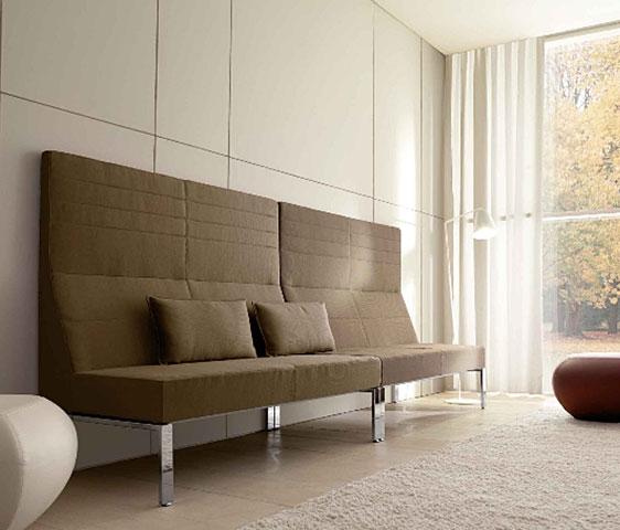 Divani di design con alti fianchi per la zona attesa e - Altezza schienale divano ...