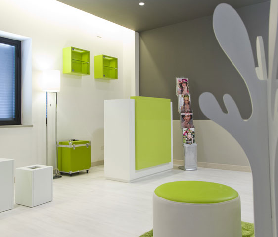 Complementi di arredo reception per nail center for Arredamento reception estetica