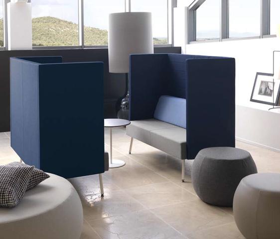 Divani di design con alti fianchi per la zona attesa e for Arredamento nail center